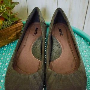 Earth Shoes - Earth Metallic Leather Cushion Flats